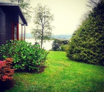Habitación en cabaña, hermoso lugar. - Valdivia - Sommerhus/hytte