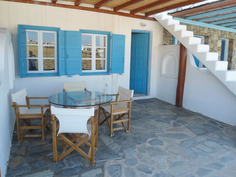 The main entrance at the ground floor veranda. There is room for 4-6 ( breakfast, lunch or dinner).