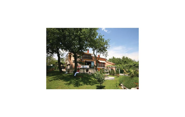 Holiday cottage with 6 bedrooms on 200m² in Rovinjsko Selo