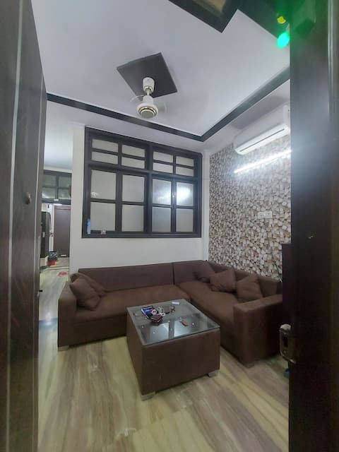 1 room in a 2bhk fully furnished in central delhi