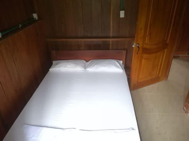 Habitación Doble, con Tv  dentro de la habitación, ventilador y baño Privado