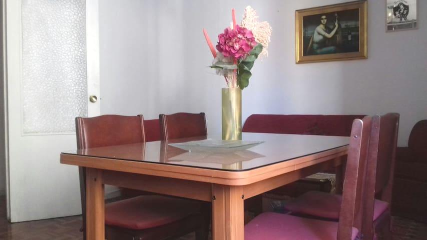 Apartamento en reforma. Fotos no actualizadas.