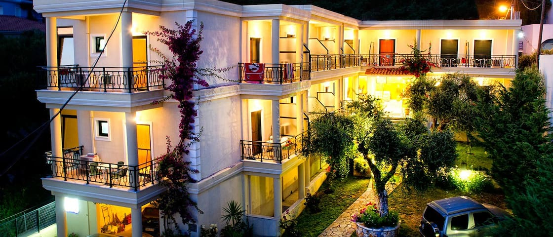Hotel Loukas & Apartments - Beach Vrachos - Penzion (B&B)