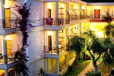 Hotel Loukas & Apartments - Beach Vrachos