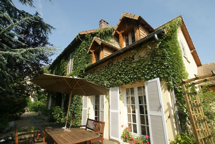 Le Cèdre Bleu - Grosrouvre - Bed & Breakfast