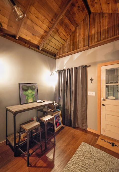 Gorgeous refinished hard wood ceilings, bamboo floors, lovely natural wood accents and cozy furnishings. with a multifunctional Live/Work space