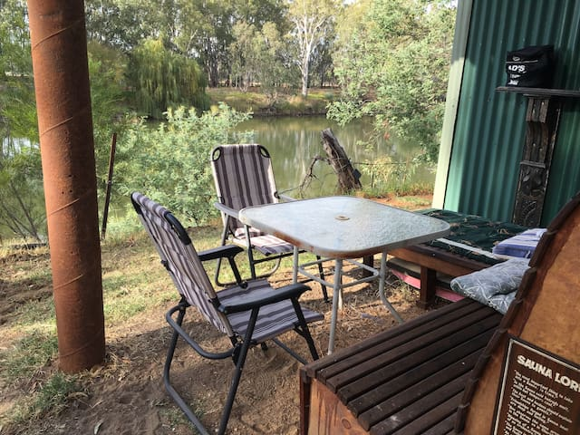 Cosy Riverside Cabin close to Corowa Town Centre