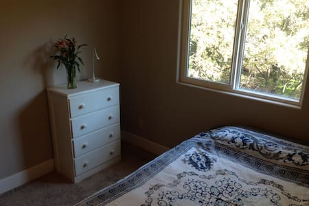Lovely room - very convenient area,everything new! - Sacramento