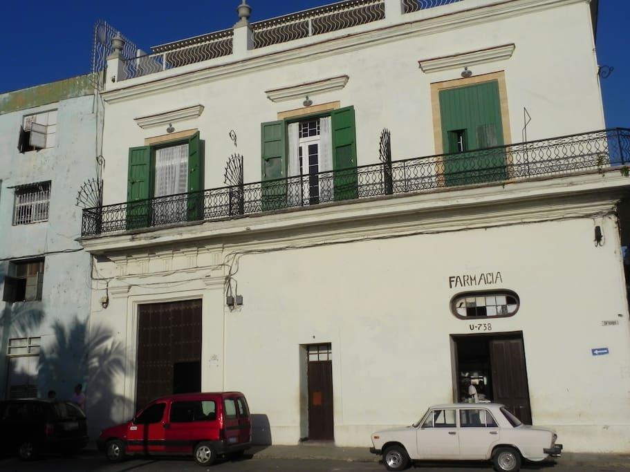 Loft Habana - Main building entrance Oficios 402