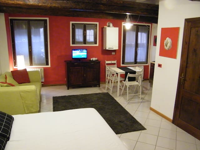 Cozy nest in the heart of the town - Ferrara - Daire