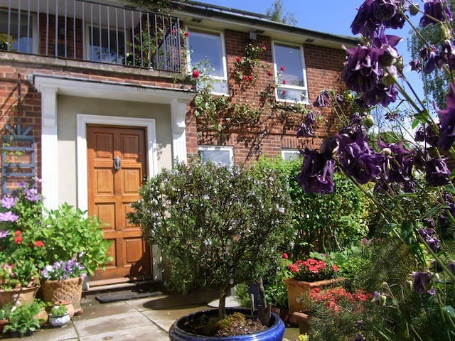 Picturesque Pittville Park-Double+private bathroom - Cheltenham - Talo