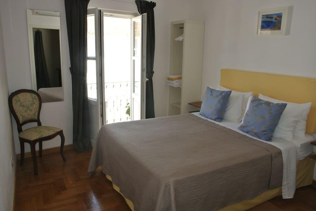 Double bedroom with en-suite wet room