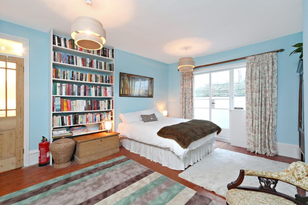 Double bedroom with lots of books to read!