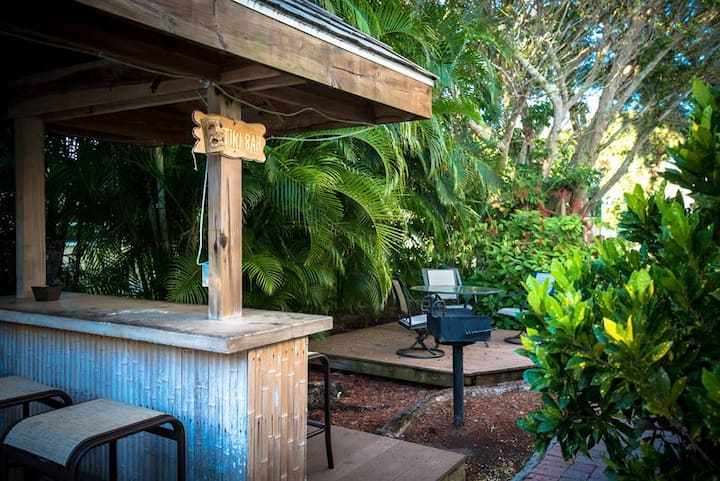 321 Canal Rd - Condo in a Perfect Location in Siesta Key Village, Close to the Beach, Bars and Restaurants