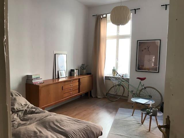 sch ne und gem tliche wohnung im herzen von berlin wohnungen zur miete in berlin berlin. Black Bedroom Furniture Sets. Home Design Ideas
