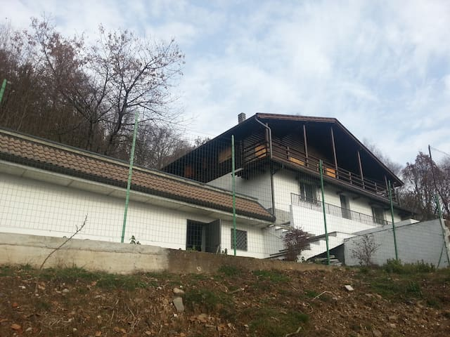 CHALET, LAKE VIEW , POOL ,VERBANIA