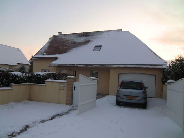 Chambre partagée dans quartier calm - Carpiquet - Casa