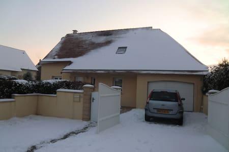 Chambre partagée dans quartier calm - Carpiquet - Hus