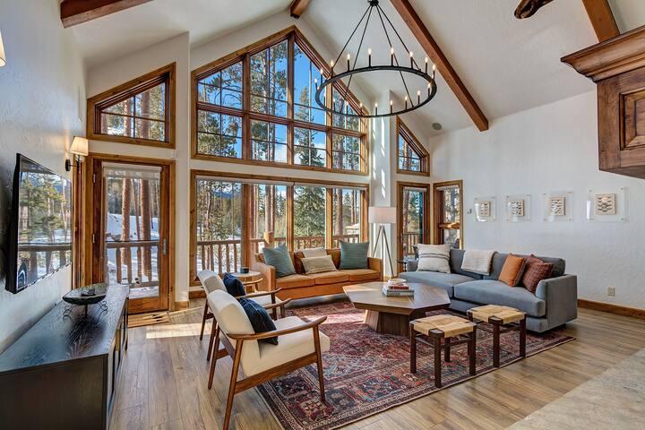Luxury Breckenridge Private Home, Mountain Views, Private Hot Tub! Silver Arrow Lodge