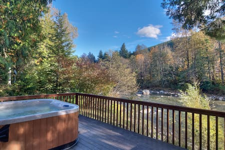 WHITE WATER RETREAT - River, hot tub! - Skykomish - House - 0
