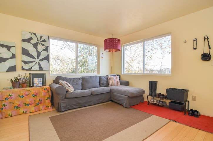 Seattle: Cute room in shared house!