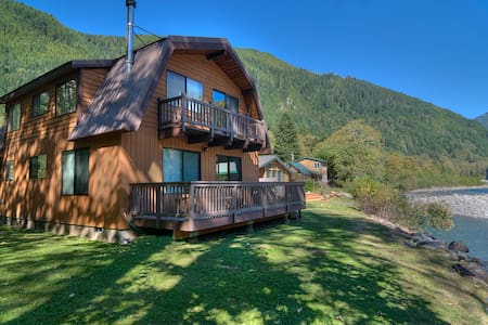 INDEX RIVER ROOST - Riverfront with Amazing Views! - Index
