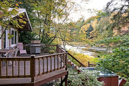 RIVER ROCK COTTAGE - Hot tub/, pets ok! - Ház