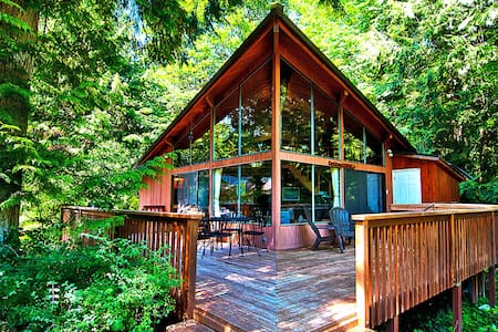 RUSTIC RIVER PARADISE - Hot tub, views, pets ok! - Baring