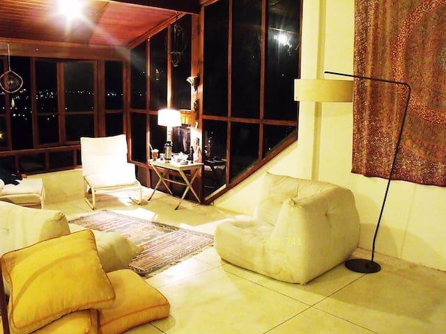 1 suite  em casa com Bela vista. - Atibaia - House
