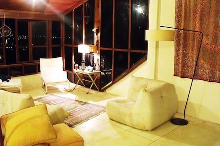 1 suite  em casa com Bela vista. - Atibaia