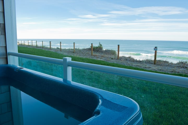 Seascape - Oceanfront Condo w/ Private Hot Tub