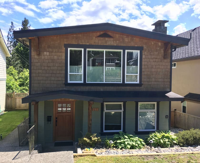 Your home way from home! Views of Grouse Mountain from the front room. 2 car driveway in back. Free parking with no restrictions in front.