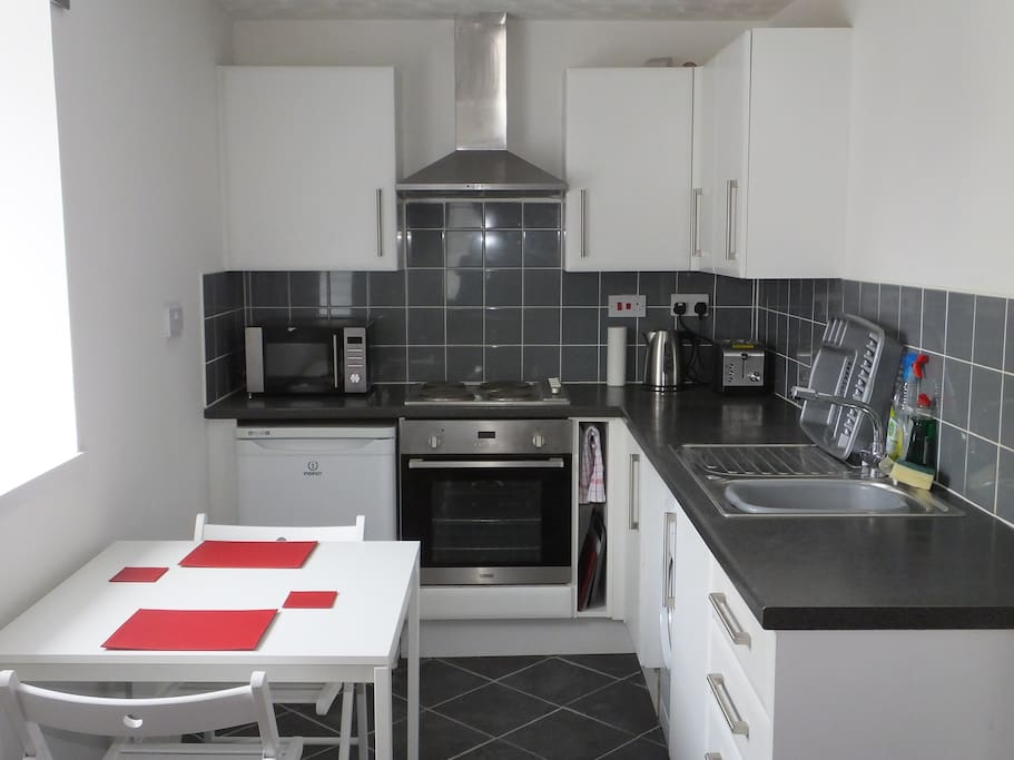 Fully equipped kitchen/dining area