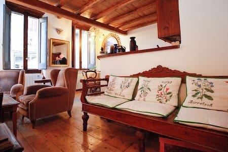 Campo de Fiori charming two bedroom