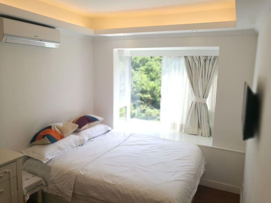 客房:双人床,空调,电视,电暖器,衣柜,梳妆台,体重衡。
