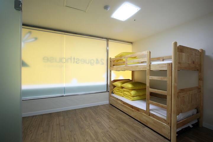 Triple bunk,3p,cheap,clean,new,free wifi,breakfast