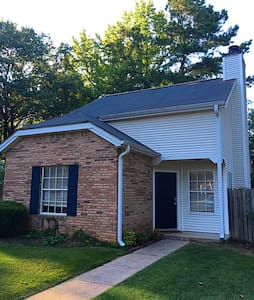 2 Bedroom house w/ loft and backyard - Northport