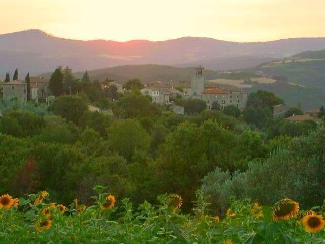 Fabulous house in Umbrian village - Acqualoreto - Casa