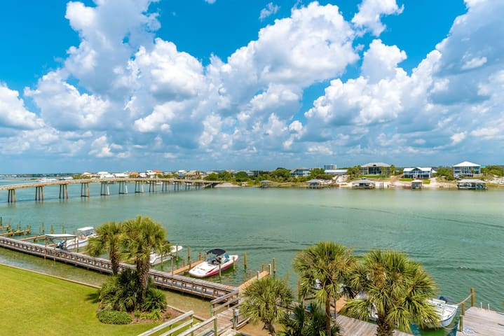 Beautiful Bay Front Condo, Boat Slip, Quick online booking for activities!