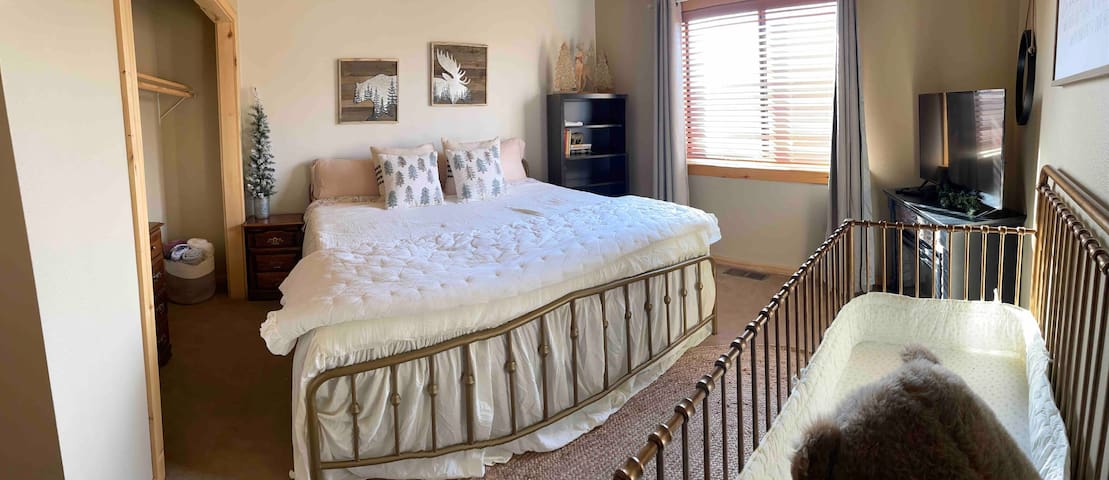 Guest bedroom with large closet, crib, king size bed and super soft linens.