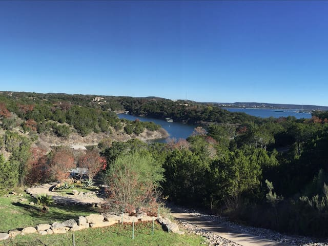 Lake Travis Waterfront Hill Country Jacuzzi & Dock - Lago Vista