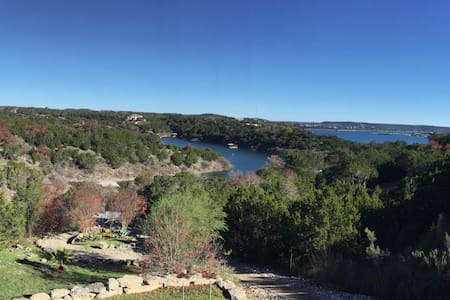 Lake Travis Waterfront Hill Country Jacuzzi & Dock - Lago Vista - Casa