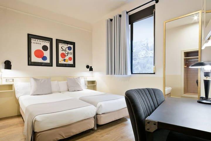 Room in the center of Barcelona