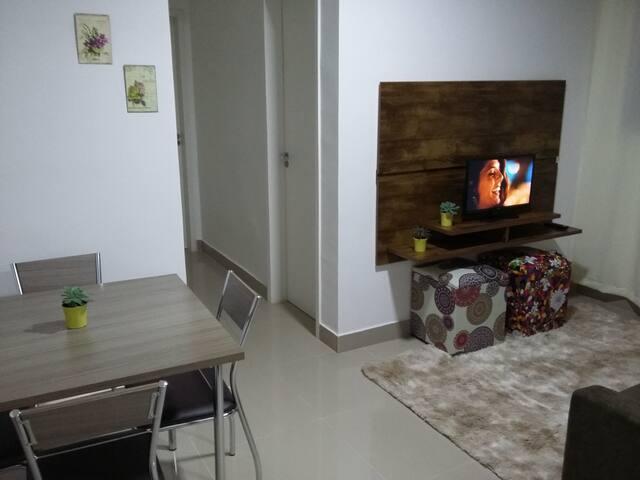 Apartamento confortável, novo, bairro residencial