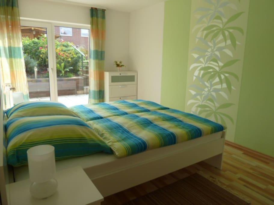 moderne helle feriwnwohnung barrierefrei wohnungen zur miete in hessisch oldendorf. Black Bedroom Furniture Sets. Home Design Ideas