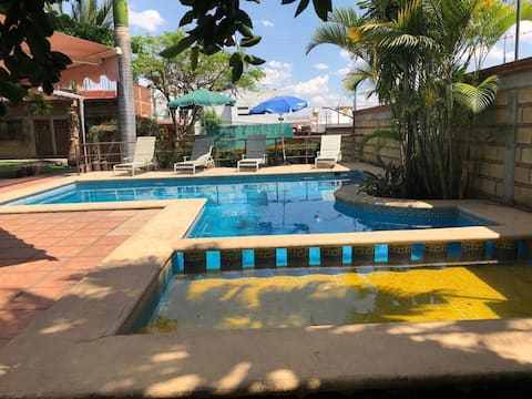 Beautiful house with a pool in Oaxtepec / Tlayacapan