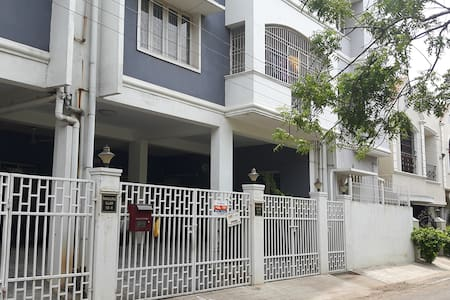 Spacious  furnished one BHK apartment in Chennai - Flat