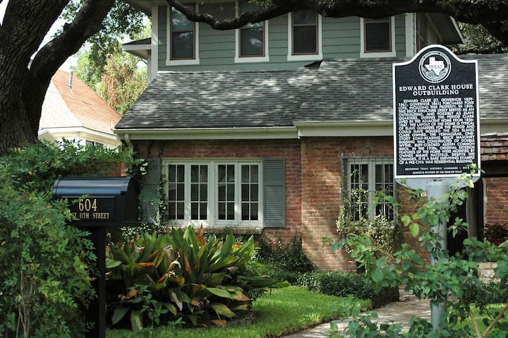 Downtown Oasis: Suite-Historic Home