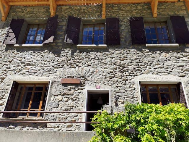 L'Aiguille, son rdc et 1er étage