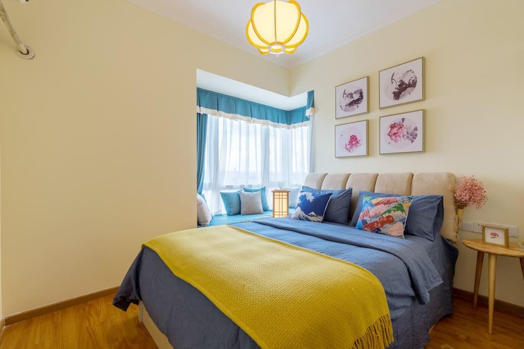 暖暖的主卧室